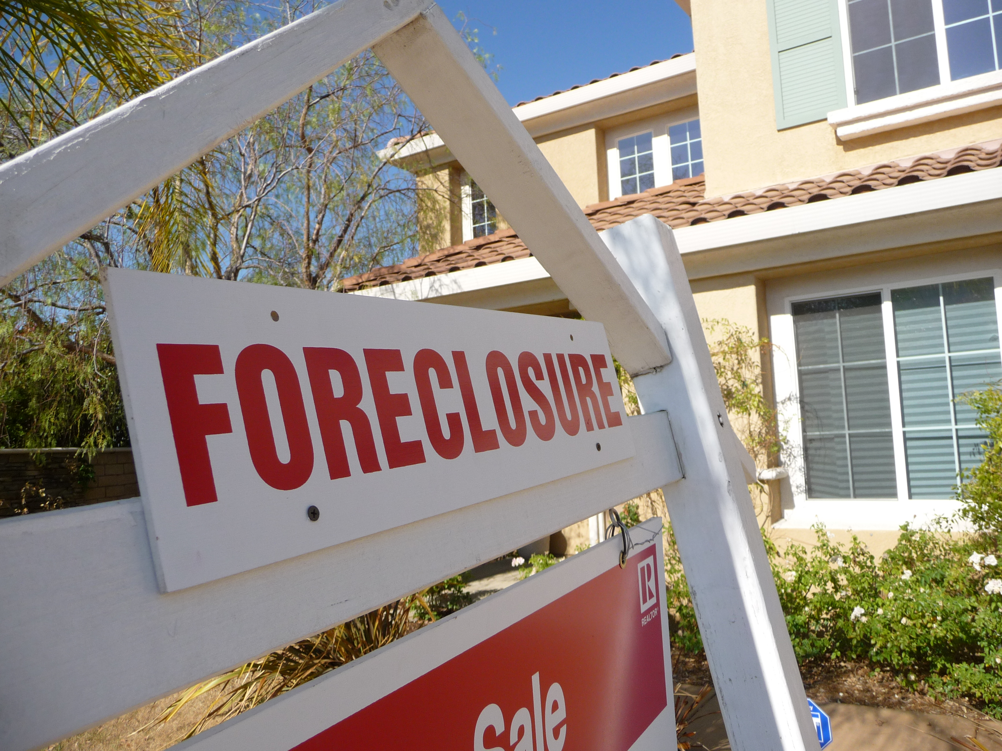 buying a foreclosure doesn't have to be risky
